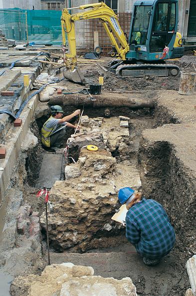 MOLA「Roman Amphitheatre Excavation」:写真・画像(14)[壁紙.com]