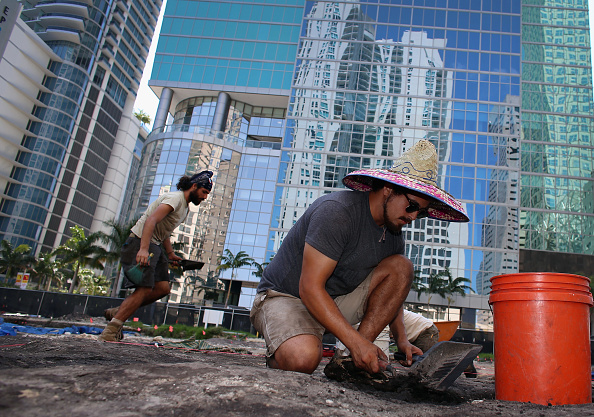 Archaeologist「Archaeologists Continue Dig In Downtown Miami, Likely Site Of Tequesta Indian Village」:写真・画像(14)[壁紙.com]