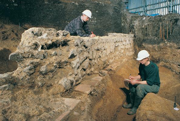 MOLA「Roman Amphitheatre Excavation」:写真・画像(7)[壁紙.com]