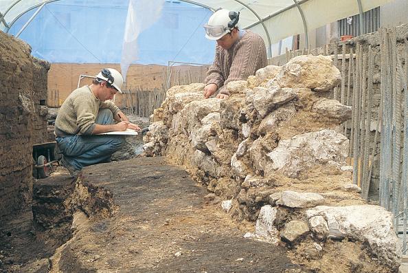 MOLA「Roman Amphitheatre Excavation」:写真・画像(12)[壁紙.com]
