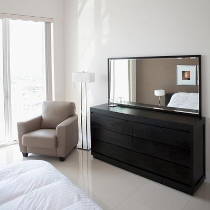 Pompano Beach「Sofa, dresser and mirror in modern apartment」:スマホ壁紙(13)