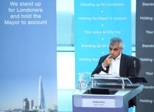 問う「Sadiq Khan Takes First Mayor's Question Time」:写真・画像(6)[壁紙.com]