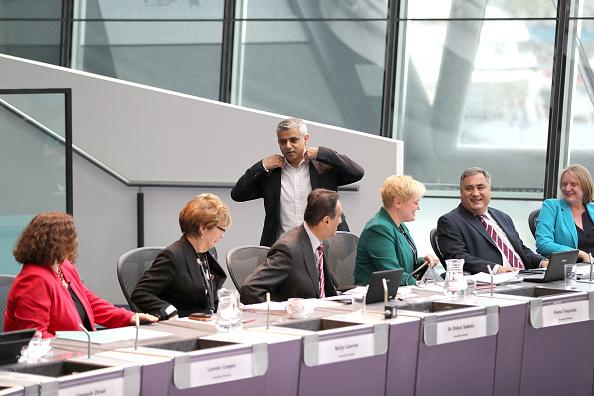 問う「Sadiq Khan Takes First Mayor's Question Time」:写真・画像(7)[壁紙.com]