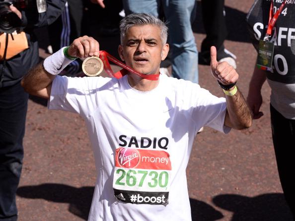 Participant「Celebrities: London Marathon 2014」:写真・画像(17)[壁紙.com]