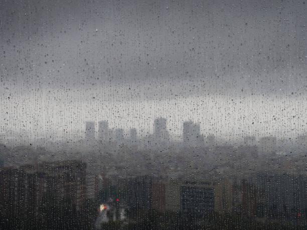 Barcelona in the rain:スマホ壁紙(壁紙.com)