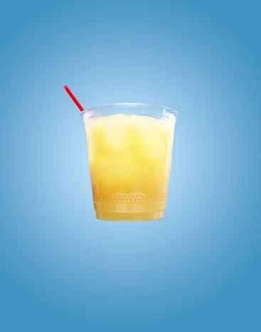 オレンジジュース「Orange Juice with Straw on Blue Background」:スマホ壁紙(9)