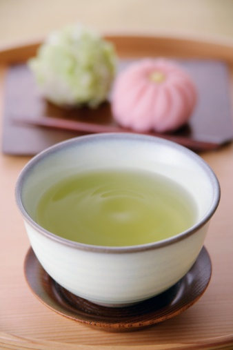 Wagashi「A cup of green tea and sweets」:スマホ壁紙(3)
