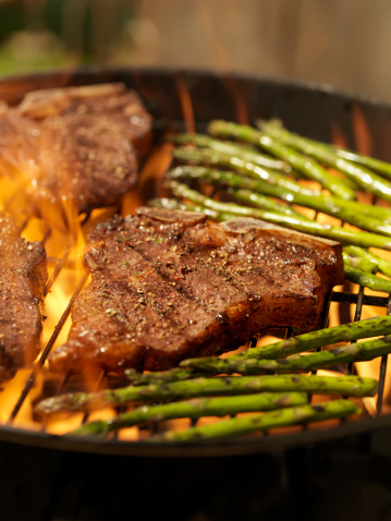 Claw「Porterhouse Steaks with Grilled Asparagus on an outdoor BBQ」:スマホ壁紙(3)