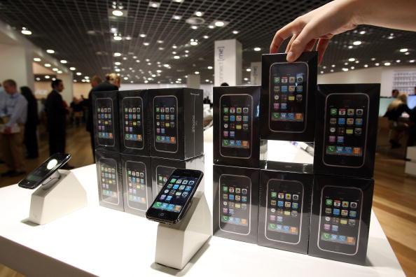 Big Tech「Apples iPhone Arrives In Australia」:写真・画像(0)[壁紙.com]