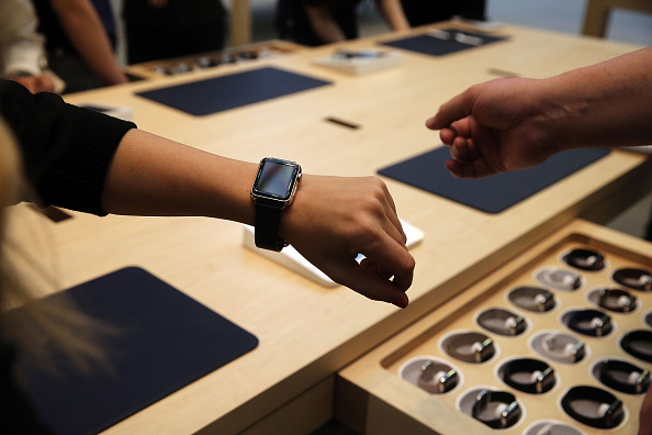 Apple Watch「Apple Previews Its New iWatch」:写真・画像(6)[壁紙.com]