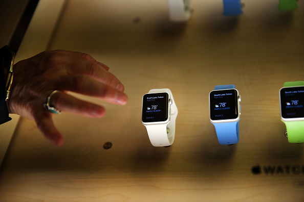 Apple Watch「Apple Previews Its New iWatch」:写真・画像(8)[壁紙.com]