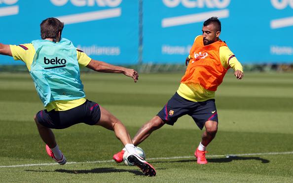 Arturo Vidal「Barcelona Players Return To Training Following Coronavirus Lockdown」:写真・画像(4)[壁紙.com]