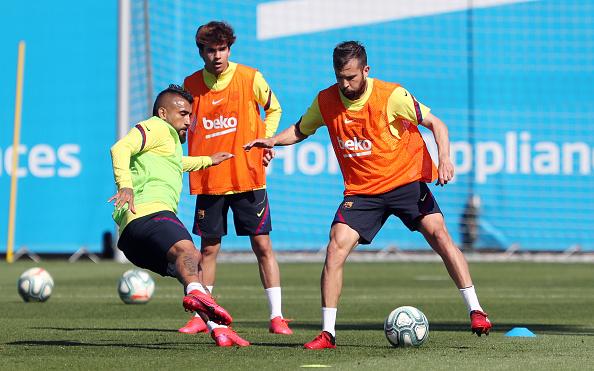 Arturo Vidal「Barcelona Players Return To Training Following Coronavirus Lockdown」:写真・画像(7)[壁紙.com]