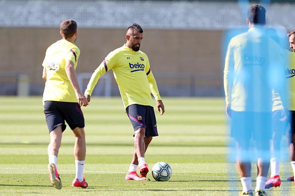 Arturo Vidal「Barcelona Players Return To Training Following Coronavirus Lockdown」:写真・画像(3)[壁紙.com]
