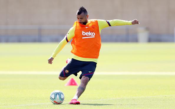 Arturo Vidal「Barcelona Players Return To Training Following Coronavirus Lockdown」:写真・画像(2)[壁紙.com]