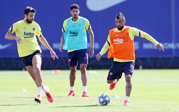 Arturo Vidal「Barcelona Players Return To Training Following Coronavirus Lockdown」:写真・画像(5)[壁紙.com]