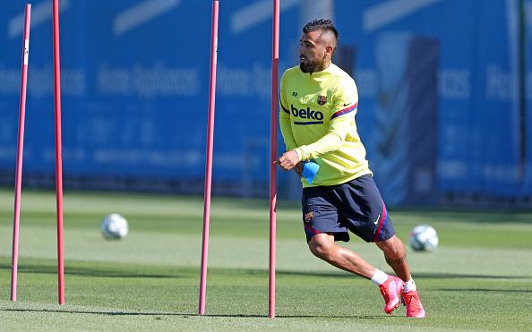 Arturo Vidal「Barcelona Players Return To Training Following Coronavirus Lockdown」:写真・画像(1)[壁紙.com]