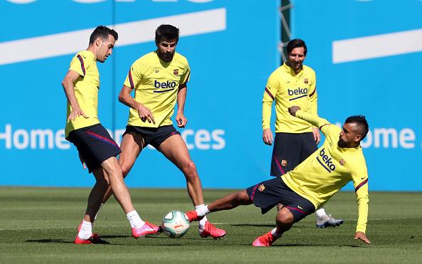 Arturo Vidal「Barcelona Players Return To Training Following Coronavirus Lockdown」:写真・画像(8)[壁紙.com]