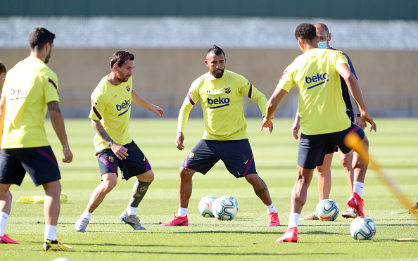 Arturo Vidal「Barcelona Players Return To Training Following Coronavirus Lockdown」:写真・画像(6)[壁紙.com]