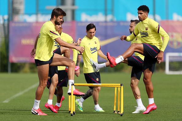 Arturo Vidal「Barcelona Players Return To Training Following Coronavirus Lockdown」:写真・画像(0)[壁紙.com]