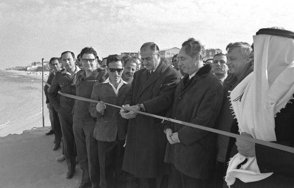 Cutting「38th Anniversary Of Israel's 1967 Occupation Of Gaza」:写真・画像(5)[壁紙.com]