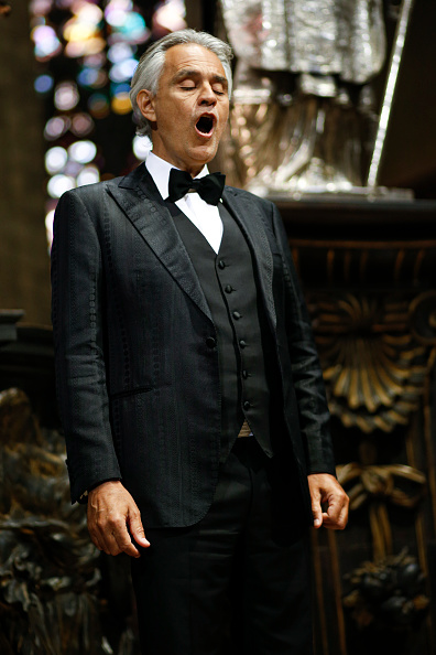 Three Quarter Length「Andrea Bocelli 'Music For Hope' Easter Concert - Duomo Cathedral In Milan」:写真・画像(11)[壁紙.com]