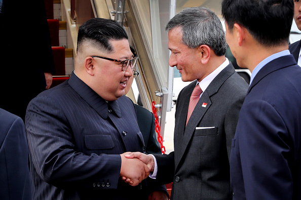 Kim Jong-Un「North Korean Leader Kim Jong-un Arrives In Singapore Ahead Of The U.S.-DPRK Summit」:写真・画像(13)[壁紙.com]