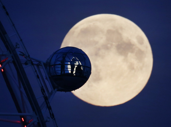 Millennium Wheel「Supermoon Rises Over The UK」:写真・画像(12)[壁紙.com]