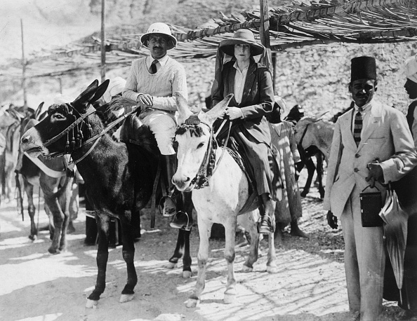 Riding「Visitors To The Tomb Of Tutankhamun Valley Of The Kings Egypt 1922」:写真・画像(7)[壁紙.com]