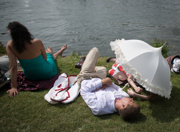 ヘンリーロイヤルレガッタ「Spectators Enjoy The Start Of The Henley Royal Regatta」:写真・画像(17)[壁紙.com]