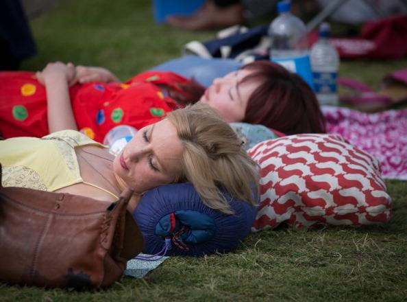 ヘンリーロイヤルレガッタ「Spectators Enjoy The Start Of The Henley Royal Regatta」:写真・画像(3)[壁紙.com]