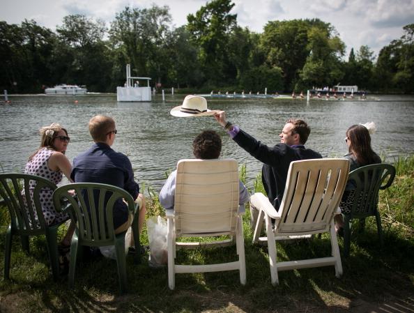 ヘンリーロイヤルレガッタ「Spectators Enjoy The Start Of The Henley Royal Regatta」:写真・画像(16)[壁紙.com]