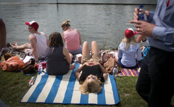 ヘンリーロイヤルレガッタ「Spectators Enjoy The Start Of The Henley Royal Regatta」:写真・画像(7)[壁紙.com]