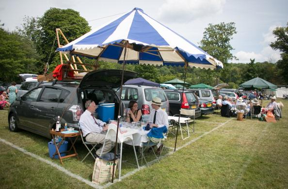 ヘンリーロイヤルレガッタ「Spectators Enjoy The Start Of The Henley Royal Regatta」:写真・画像(2)[壁紙.com]