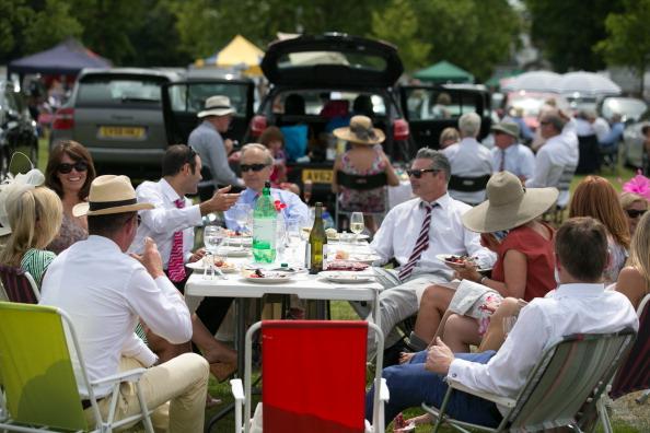 ヘンリーロイヤルレガッタ「Spectators Enjoy The Start Of The Henley Royal Regatta」:写真・画像(15)[壁紙.com]