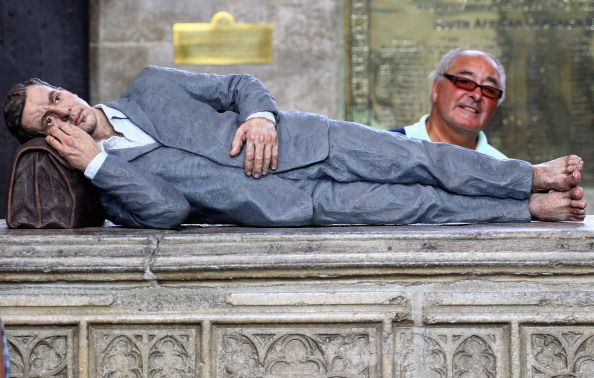 Architectural Feature「Figurative Sculptor Sean Henry's Latest Exhibition At Salisbury Cathedral」:写真・画像(13)[壁紙.com]