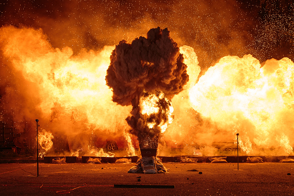 Exploding「An Explosive Evening From Artem Special Effects」:写真・画像(1)[壁紙.com]