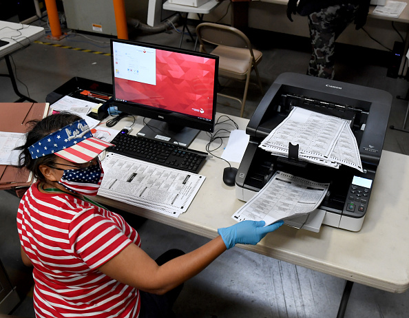 Nevada「Ballot Counting Begins In Nevada」:写真・画像(0)[壁紙.com]