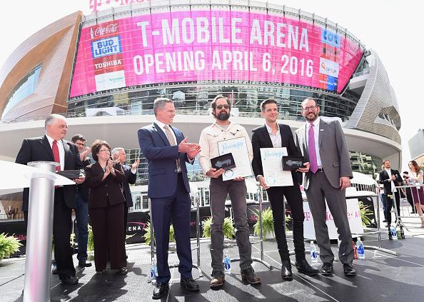 ラスベガスアリーナ「T-Mobile Arena And Toshiba Plaza Grand Opening In Las Vegas」:写真・画像(2)[壁紙.com]