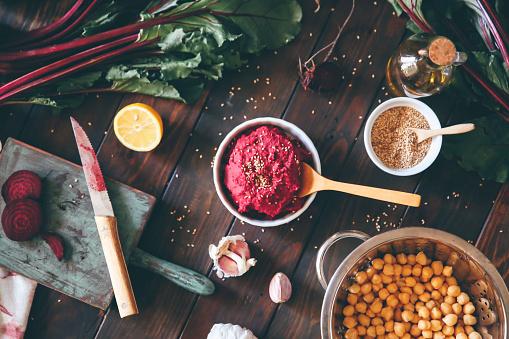 Garlic Clove「Bowl of Beetroot Hummus and ingredients on wood」:スマホ壁紙(18)