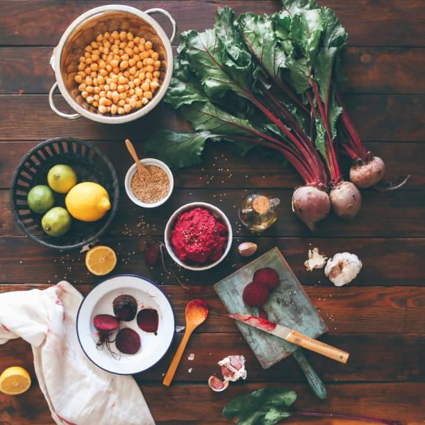 Bowl of Beetroot Hummus and ingredients on wood:スマホ壁紙(壁紙.com)