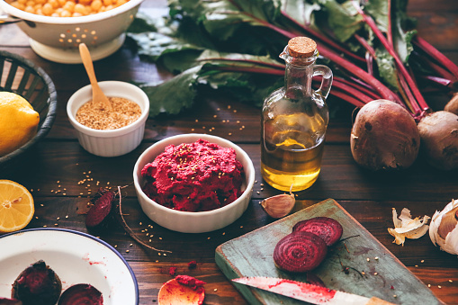 Hummus - Food「Bowl of Beetroot Hummus and ingredients on wood」:スマホ壁紙(14)