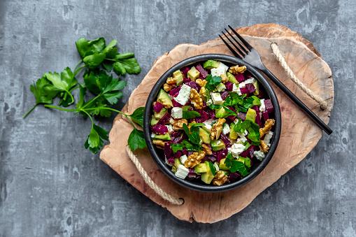 Turnip「Bowl of beetroot salad with avocado, feta, walnuts and parsley」:スマホ壁紙(6)