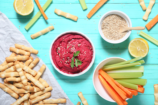 Crudite「Bowl of beetroot hummus, sesame, carrot and celery crudites and breadsticks」:スマホ壁紙(14)