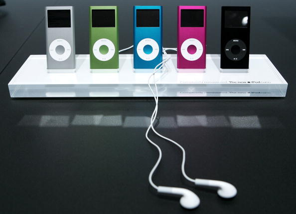 New「Apple Unveils Movie Downloads For iTunes And Two New iPod Models 」:写真・画像(1)[壁紙.com]