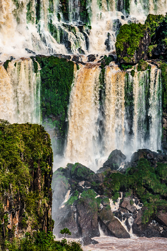 Vertical「View of Iguazu Falls (UNESCO World Heritage Site) from Brazilian side, Isla San Martin in foreground, Iguazu, Brazil」:スマホ壁紙(5)