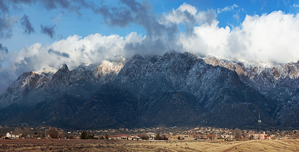 Sandia Mountains「Sandia Mountains with Majestic Sky and Clouds」:スマホ壁紙(12)