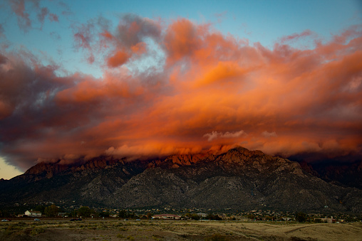 Sandia Mountains「Sandia Mountains with Majestic Sky and Clouds」:スマホ壁紙(13)