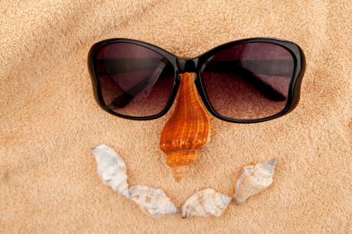 Sailor「Shellfishes and sunglasses representing a face」:スマホ壁紙(11)