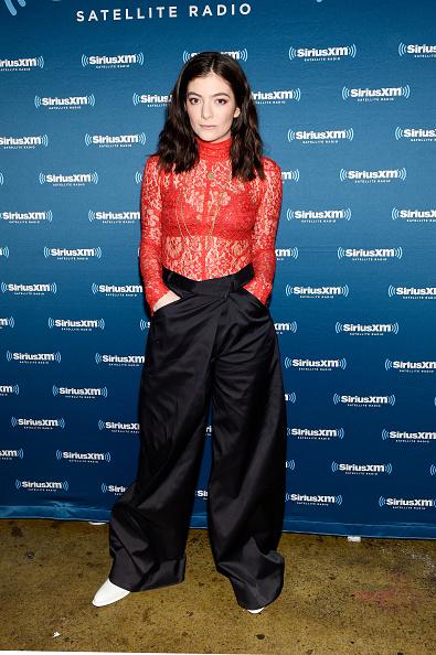 カメラ目線「Lorde Performs For SiriusXM At Bowery Ballroom In New York City; Performance Airs Live On SiriusXM's Alt Nation Channel」:写真・画像(0)[壁紙.com]